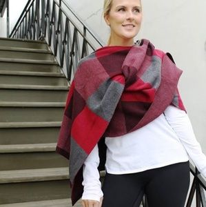 Lululemon Bundle Up scarf